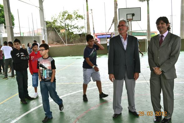 André e Protássio visitam a quadra recém inaugurada