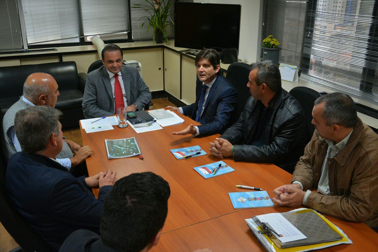 Deputado André do Prado com os vereadores de Jacupiranga com o secretário Roberto de Lucena