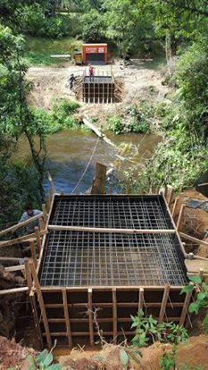 Construção da passarela no bairro da Terceira em Biritiba Mirim