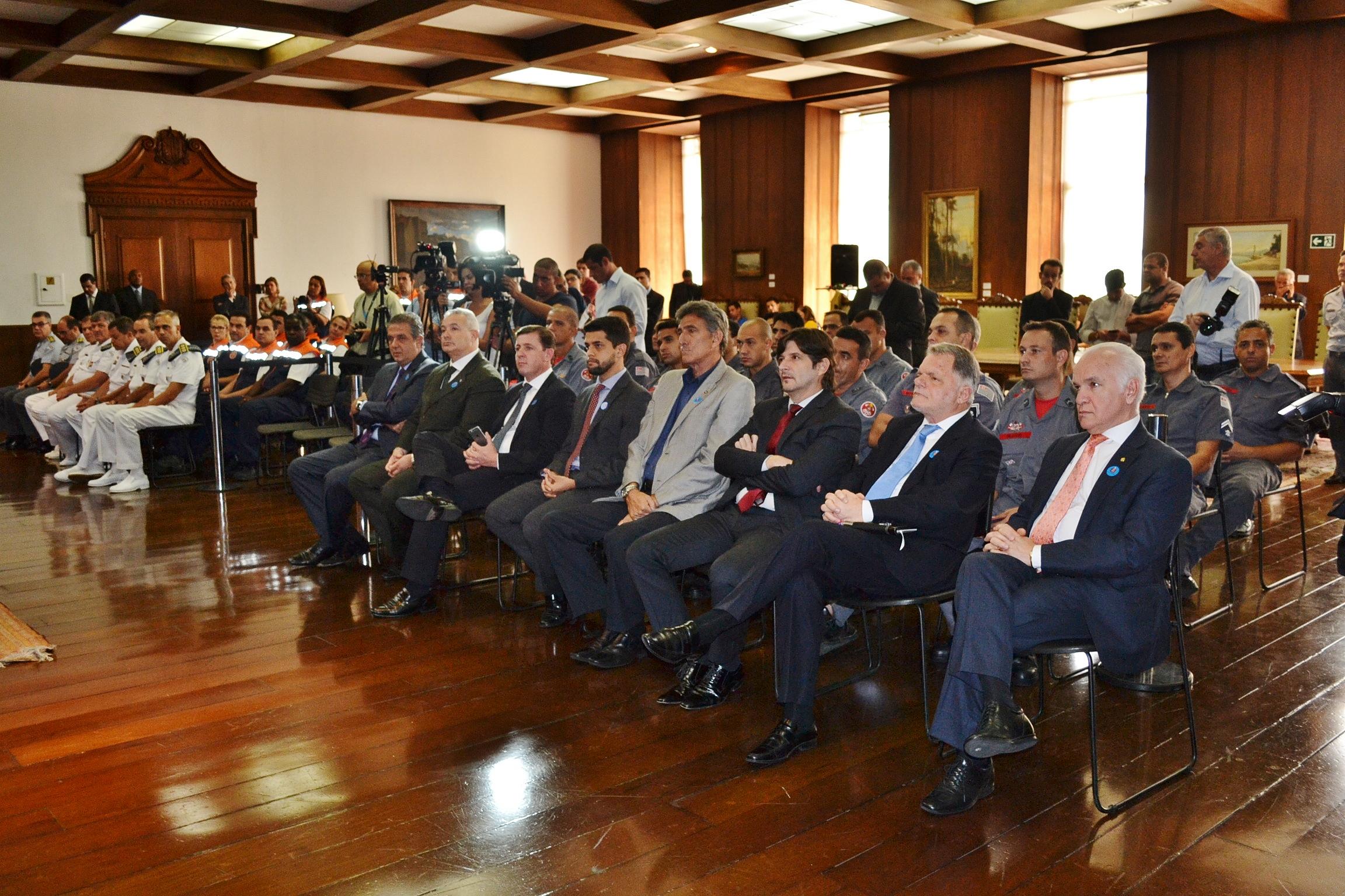 Deputado André do Prado participa de solenidade no Palácio dos Bandeirantes