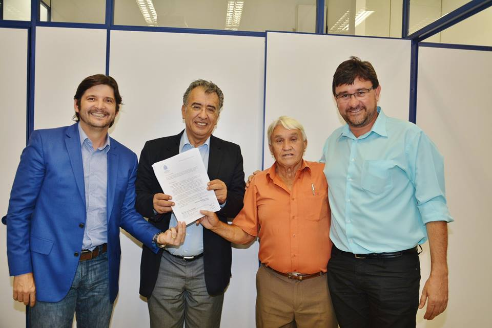 O líder comunitário Valter Dias reuniu mais de 3000 assinaturas da população isabelense pedindo esta benfeitoria