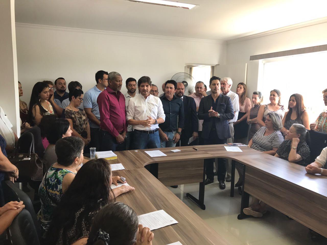 Durante cerimônia realizada na tarde desta quarta-feira, dia 28, o prefeito Carlos Alberto Taino Júnior – Inho, assinou convênio para liberação de emenda no valor de R$ 700 mil e o contrato para finalização da unidade municipal do INSS