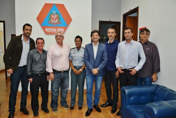Comitiva de Santa Branca e o deputado André do Prado junto com a coronel Helena