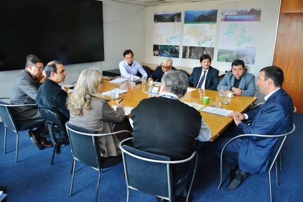 Reunião com o secretário-adjunto, Antonio Veloso, o prefeito Rodrigo Ashiuchi