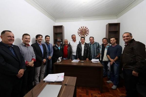 Reunião na Prefeitura com o prefeito Rolien e o vice-prefeito, Neto do Duca, e vereadores