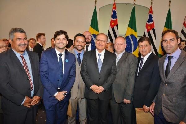 Deputado André, prefeito Vanderlon e vereadores ao lado do governador Geraldo Alckmin
