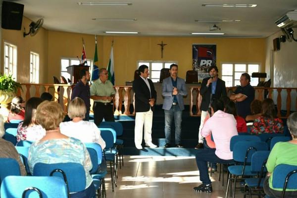Reunião na Câmara Municipal com o vice-prefeito, Tata Vargas, e os vereadores: Fabrício, Xandão e Paulinho.