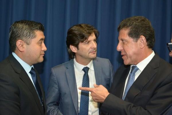 Deputado André do Prado e o prefeito Rodrigo Ashiuchi conversam com o secretário de Estado da Saúde, Davi Uip