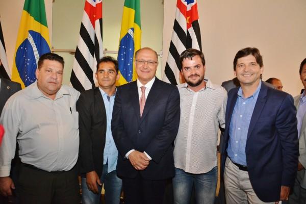 Deputado André do Prado com o prefeito em exercício Mauro e os vereadores: Palitinho e Valter com o governador Geraldo Alckmin