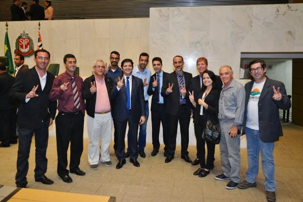 Deputado André do Prado com autoridades de Santa Branca