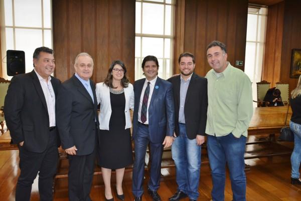 Deputado André e Widerson Anzelotti acompanham comitiva de Santa Isabel no Palácio dos Bandeirantes