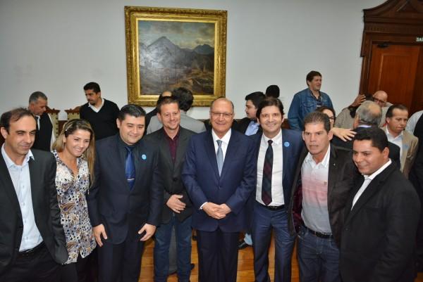 Deputado André, governador Alckmin e comitiva de Suzano em solenidade no Palácio dos Bandeirantes