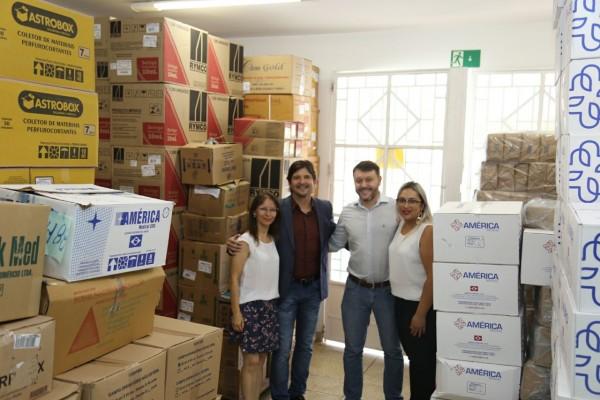 Deputado André do Prado, ao lado do prefeito Adriano Leite, durante visita a Santa Casa de Guararema