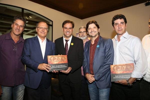Deputado André do Prado com o prefeito Gian Lopes, vereadores com o governador Geraldo Alckmin