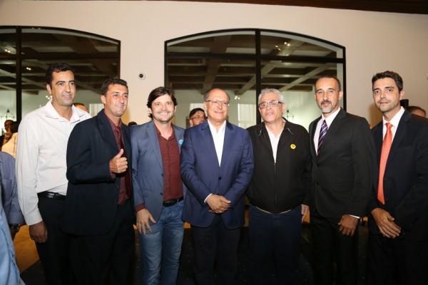 Deputado André do Prado com prefeito e vereadores com o governador Geraldo Alckmin