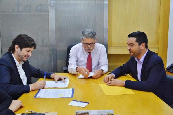 Deputado André do Prado e prefeito Vanderlon Gomes, de Salesópolis, participam de audiência com superintendente do DAEE, Ricardo Borsari