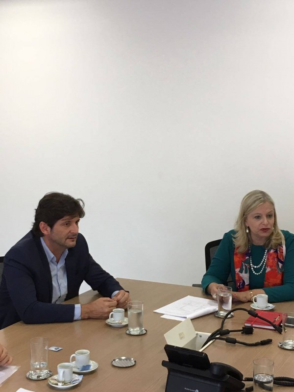 No Centro Paula Souza, deputado André do Prado e diretora superintendente Laura Laganá reuniram-se para tratar de solicitação de Colina