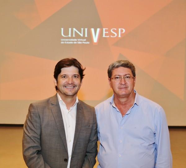 Deputado André do Prado e prefeito Castelo após reunião para tratar da implantação do polo da Univesp em Arandu