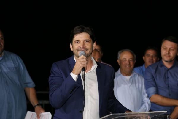 Deputado discursa em inauguração do Mirante, em Guararema