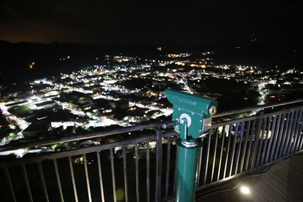 Vista noturna da cidade de Guararema a partir do Mirante