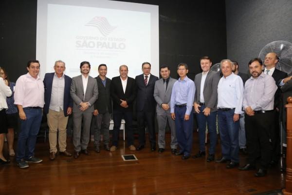 Deputado André do Prado e prefeitos prestigiam a posse do novo secretário de Logística e Transportes, Mário Mondolfo