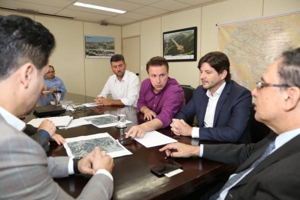 """Deputados e prefeitos, solicitam pavimentação da estrada vicinal """"Elias Alves da Costa"""", em"""