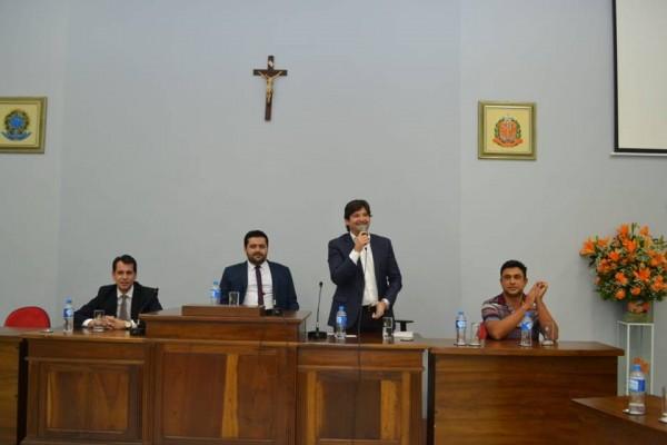 Deputado André do Prado durante a solenidade da entrega do título de cidadão miracatuense a Renato Bolsonaro