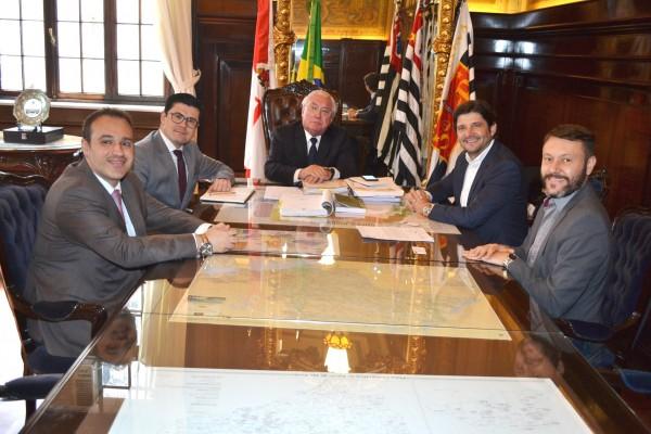 Deputado André do Prado e o prefeito Adriano Leite pedem ao presidente do Tribunal de Justiça do Estado, que as obras tenham início este ano