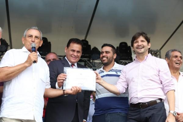 O parlamentar acompanhou o desfile cívico e a entrega simbólica do certificado de Município de Interesse Turístico (MIT)