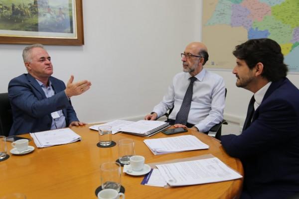No encontro deputado André e o prefeito Josué Ramos solicitam demandas para Vargem Grande Paulista