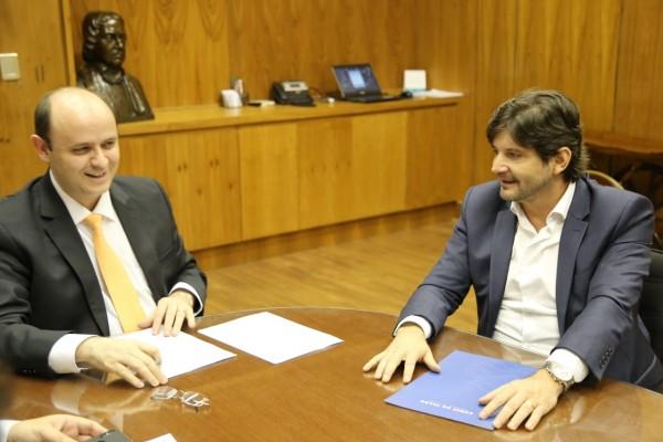 deputado André do Prado solicita reformas e construção de quadra na escola Pastor Carlos Richard Strautmann