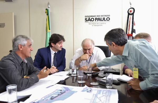 Entre as solicitações apresentadas ao secretário de Estado de Logística e Transportes estão a pavimentação das estradas SP-193 e SP-165, além de estradas vicinais