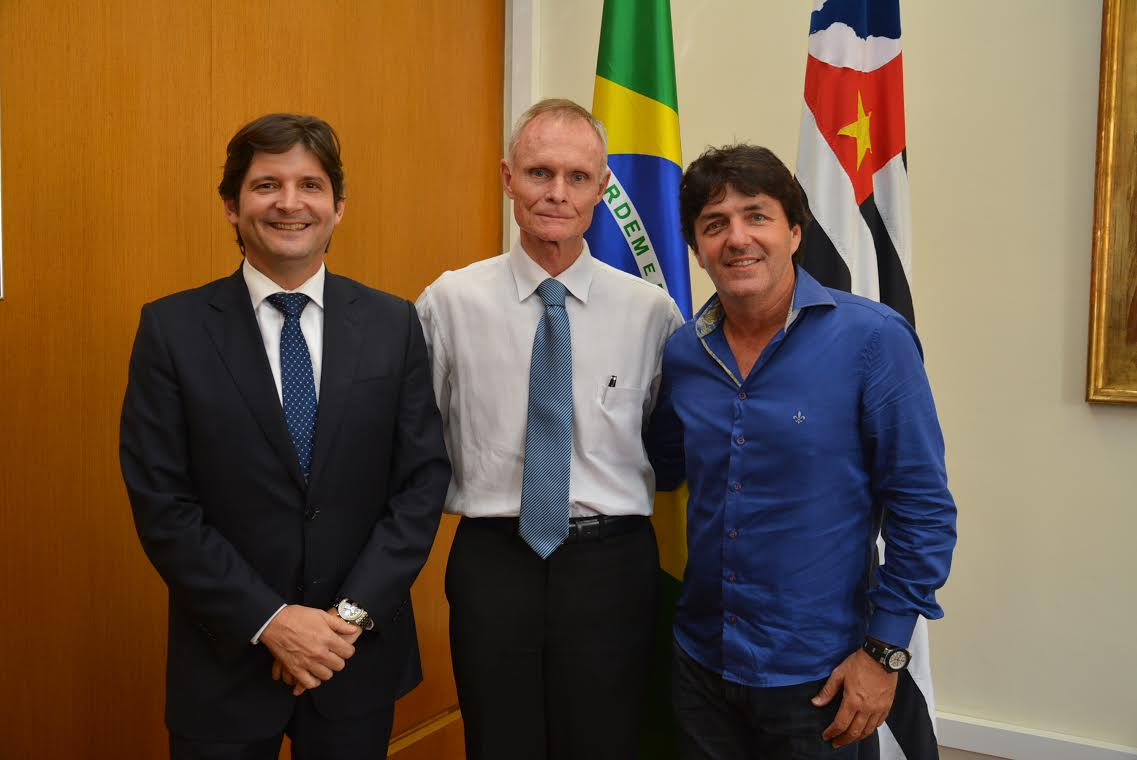 André do Prado e Inho destacaram a importância da cidade no cinturão verde do Estado de São Paulo e convidaram o secretário para uma visita ao município