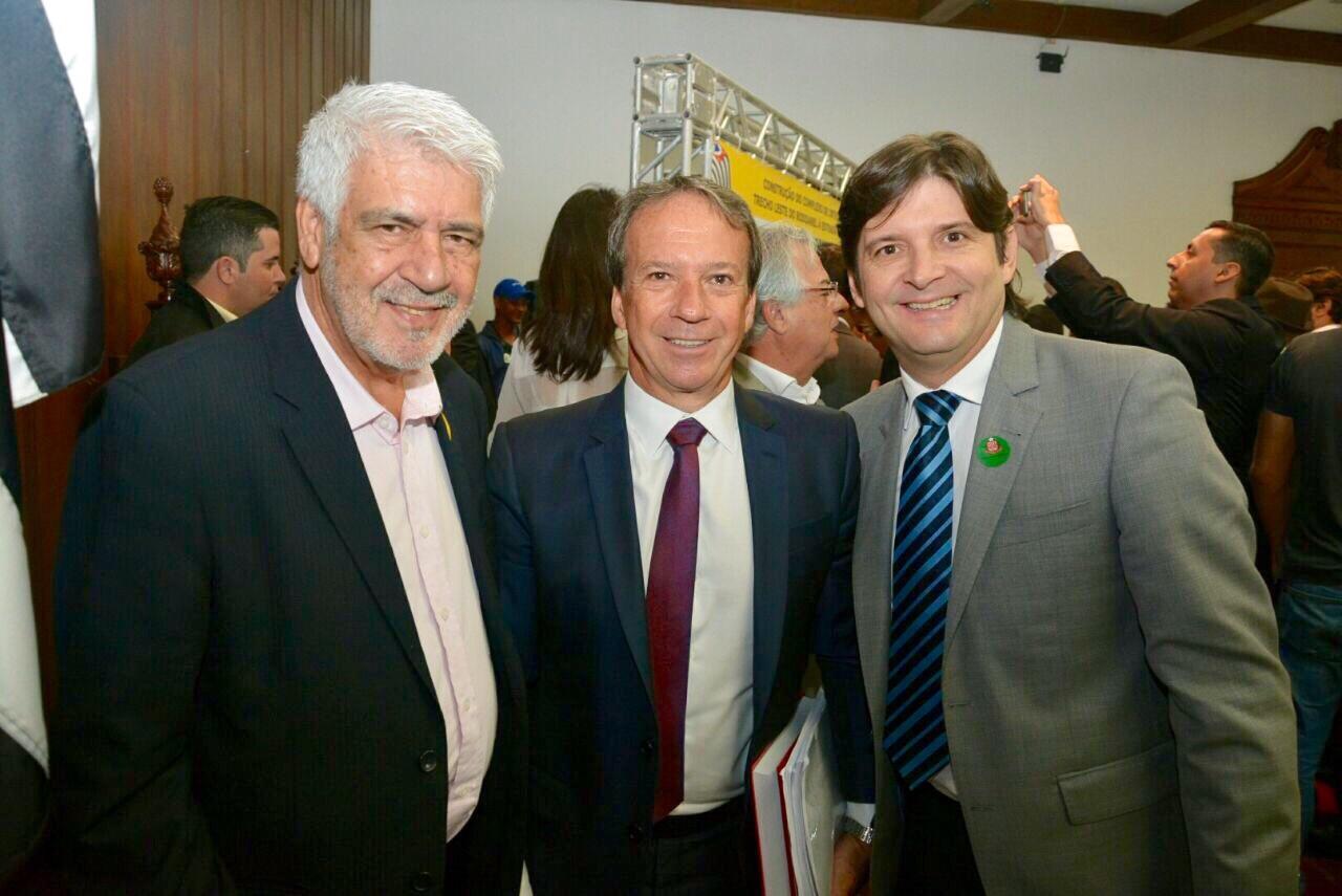 Prefeito Rafael, o secretário Edson Aparecido e o deputado André do Prado