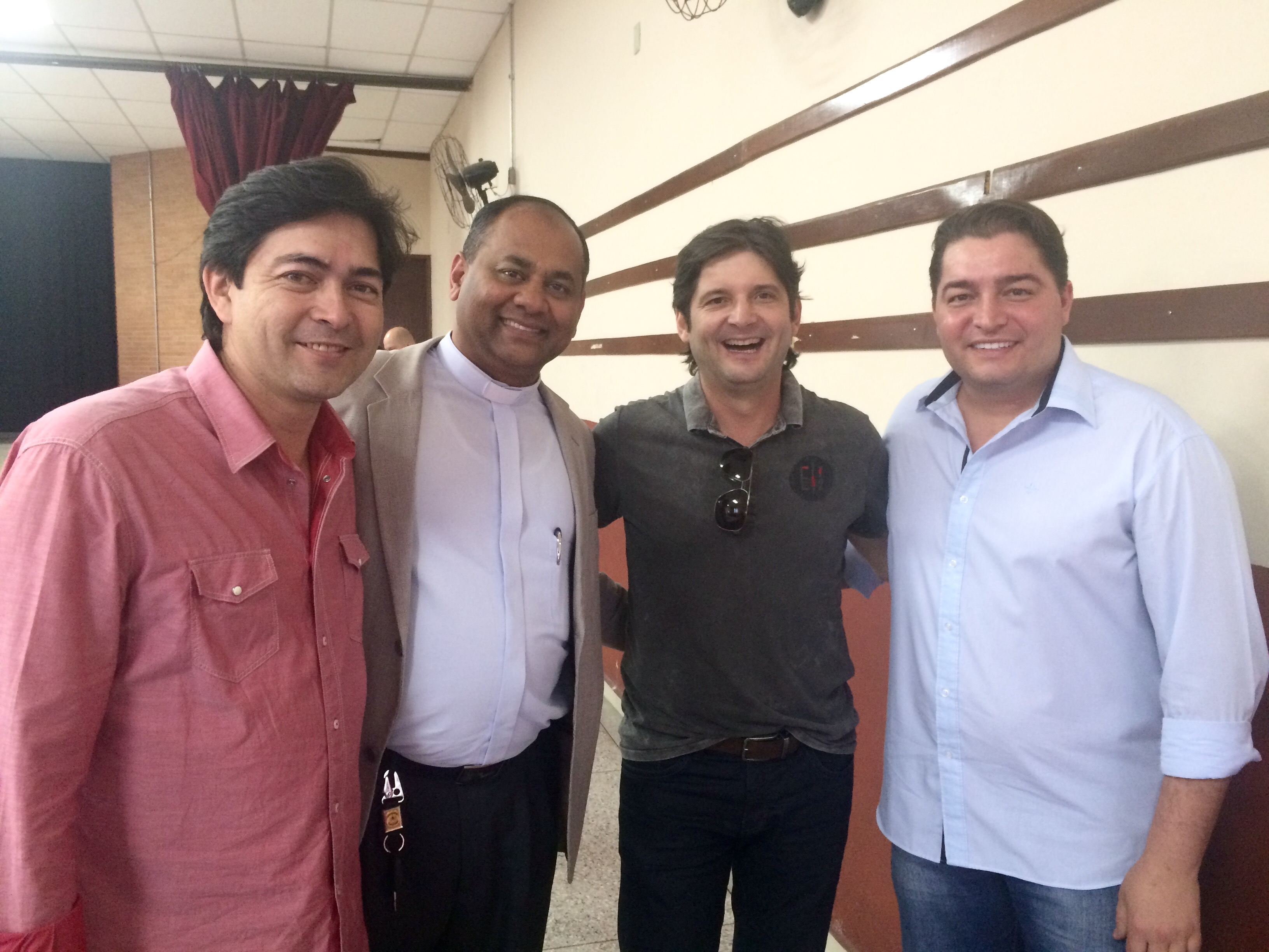 Deputado André do Prado ao lado do padre Jaime e dos vereadores Clebão do Posto e Ti Nagate