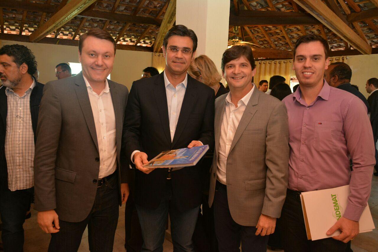 Deputado André do Prado com o prefeito Adriano de Toledo Leite, o secretário municipal, Eduardo Moreira, juntos com o Secretário de Habitação, Rodrigo Garcia
