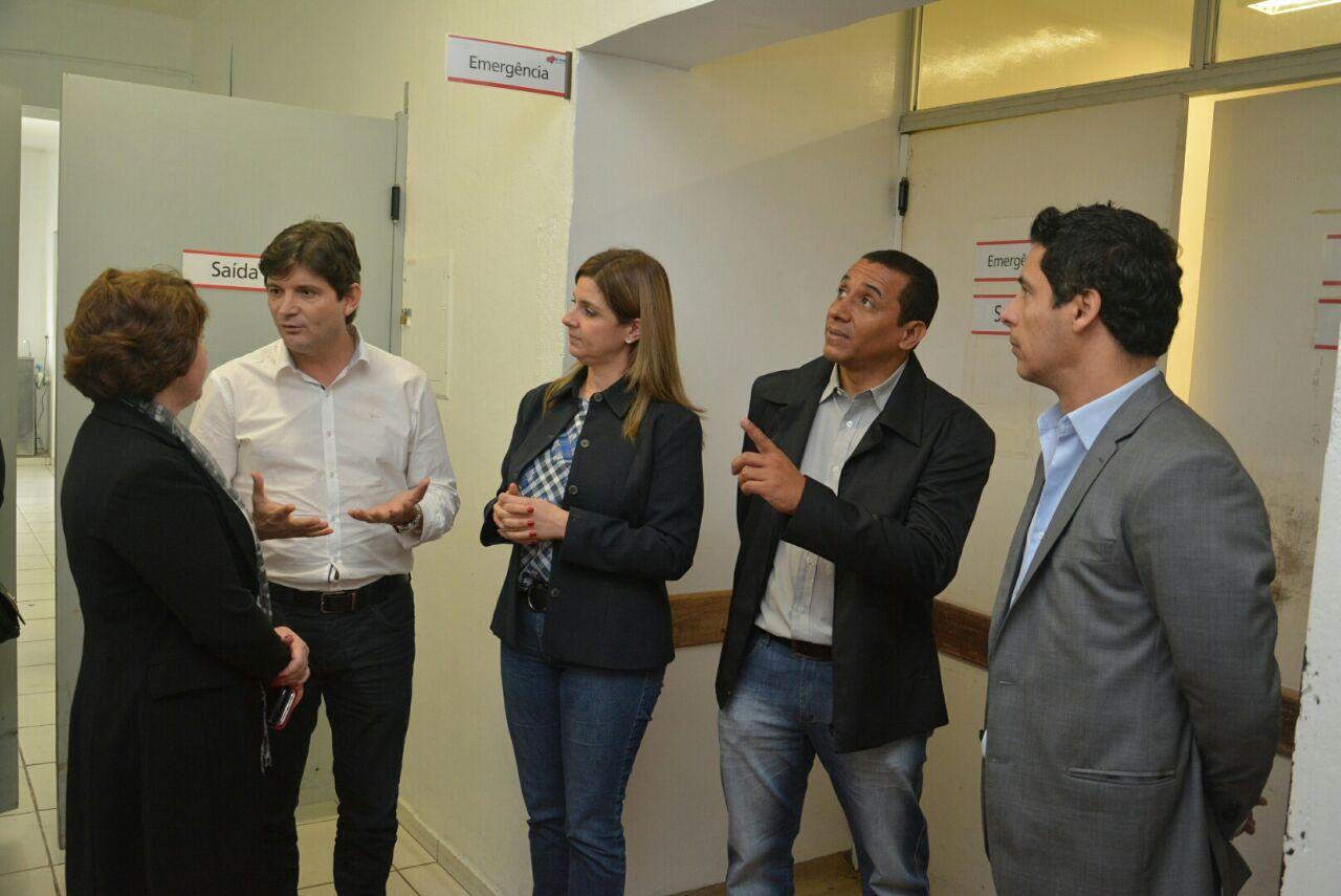 Deputado André do Prado visita a Santa Casas de Jacareí