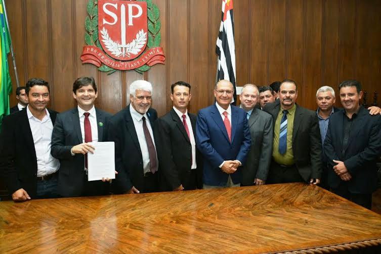 Deputado André do Prado com o Governador Geraldo Alckmin e prefeito, vice-prefeito e vereadores de Salesópolis