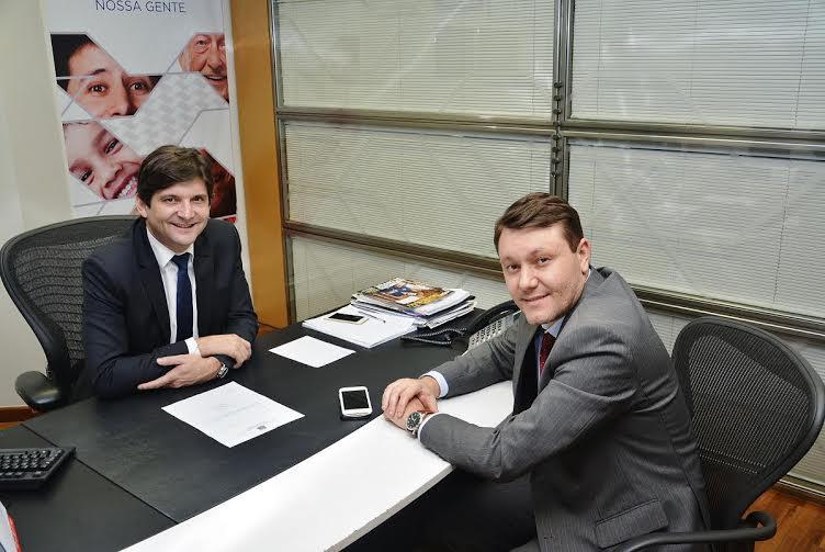 Deputado com o prefeito de Guararema, Adriano de Toledo Leite.