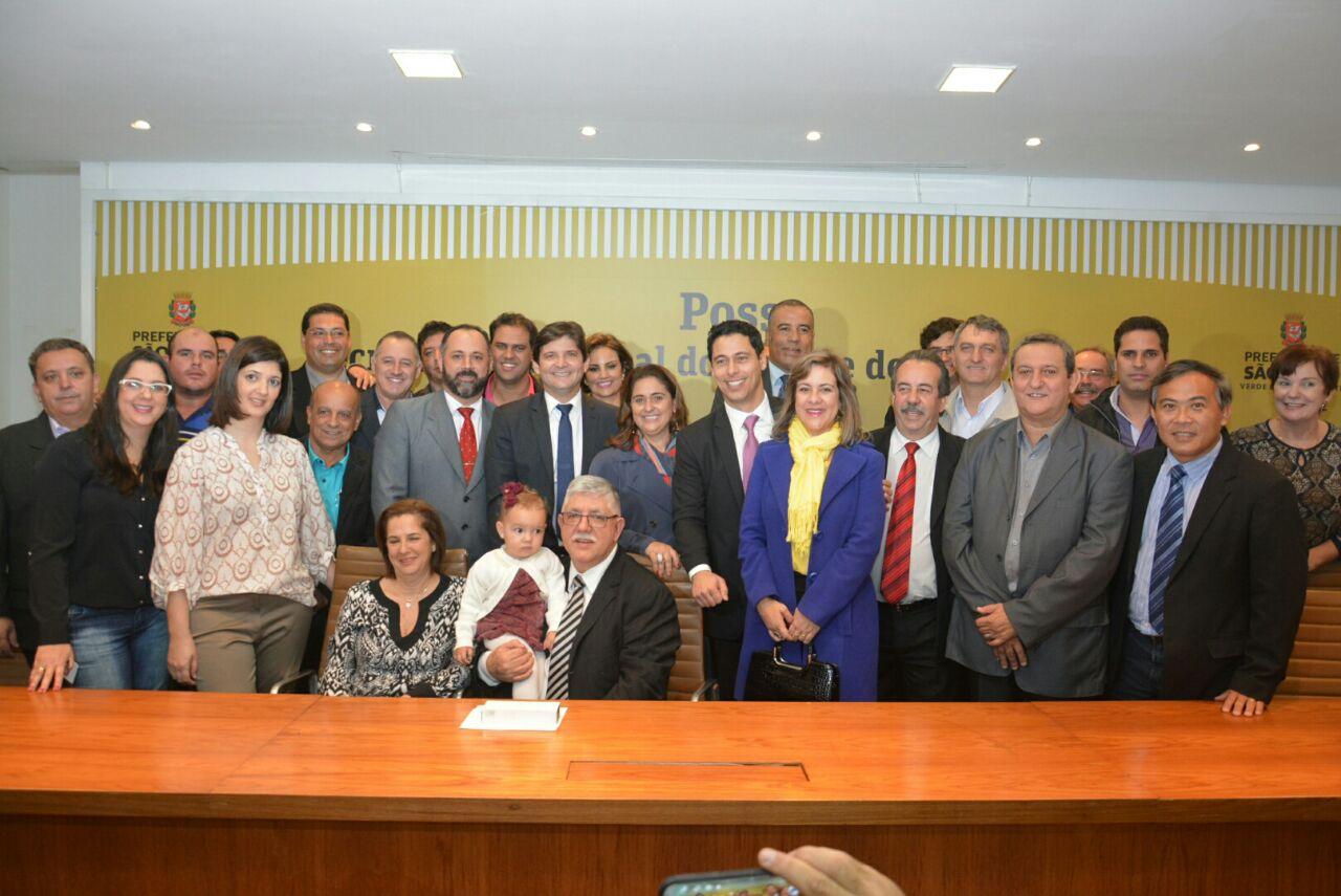 Foto da família republicana com o novo secretário, Tadeu Candelária