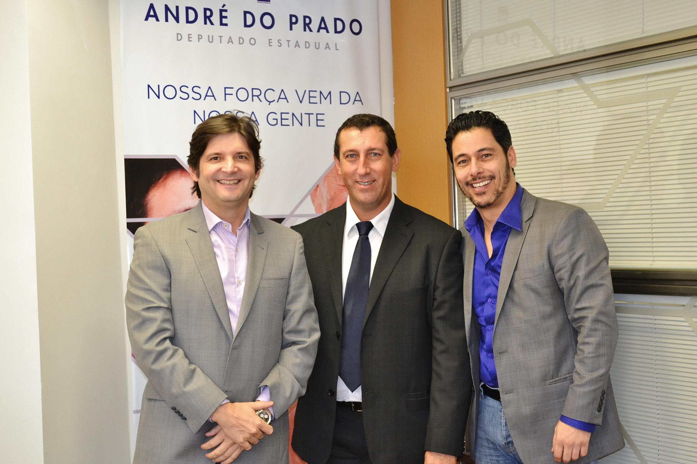 Os deputados André do Prado e Márcio Alvino assumiram o compromisso de trabalhar com empenho para que as demandas sejam debatidas nas secretarias e ministérios e as melhorias aconteçam para a população