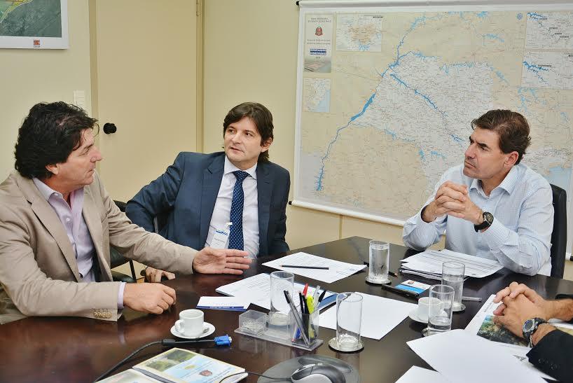 Deputado André do Prado junto com o secretário Duarte Nogueira e o prefeito Inho