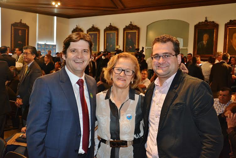 Deputado André do Prado ao lado da prefeita, Maria Ruth, e do vereador Neto Bellanga