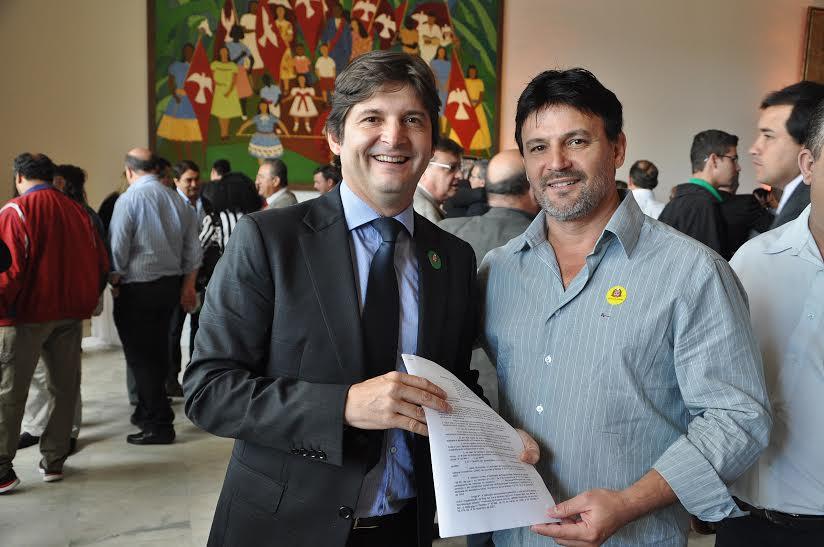 Deputado André junto com o prefeito José Carlos
