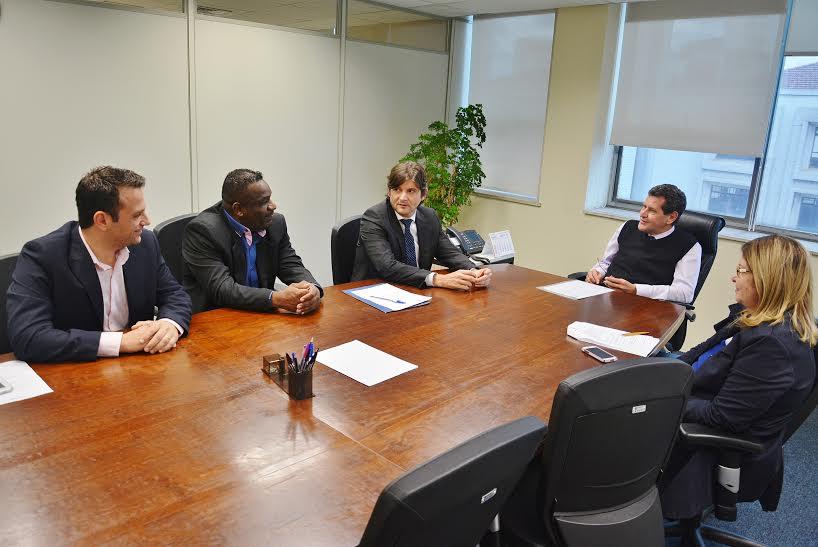 Reunião com o presidente da CDHU, Marcos Penido e o presidente da Associação de Moradores, Maicon Gomes.