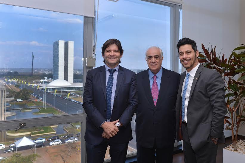 Reunião em Brasília com o ministro, Antonio Carlos Rodrigues, e o deputado federal, Márcio Alvino