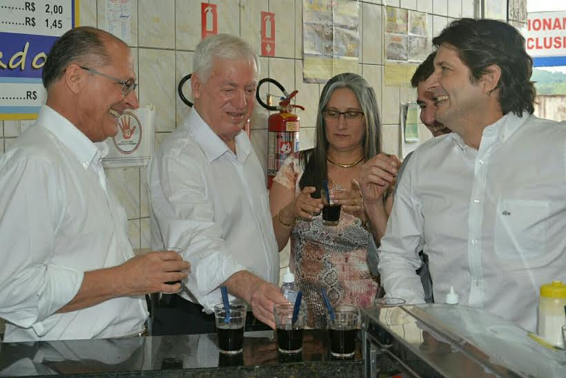 Deputado André junto com o governador Geraldo Alckmin, o prefeito José Roberto e a primeira dama Catarina