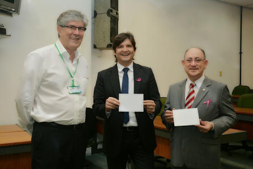 Deputado André do deputado federal, Paulo Freire, com o superintendente do HC de Campinas, João Batista de Miranda
