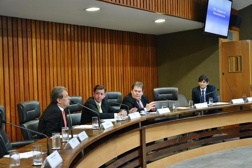 Deputado durante a reunião da CPI da Telecomunicações na Assembleia Legislativa