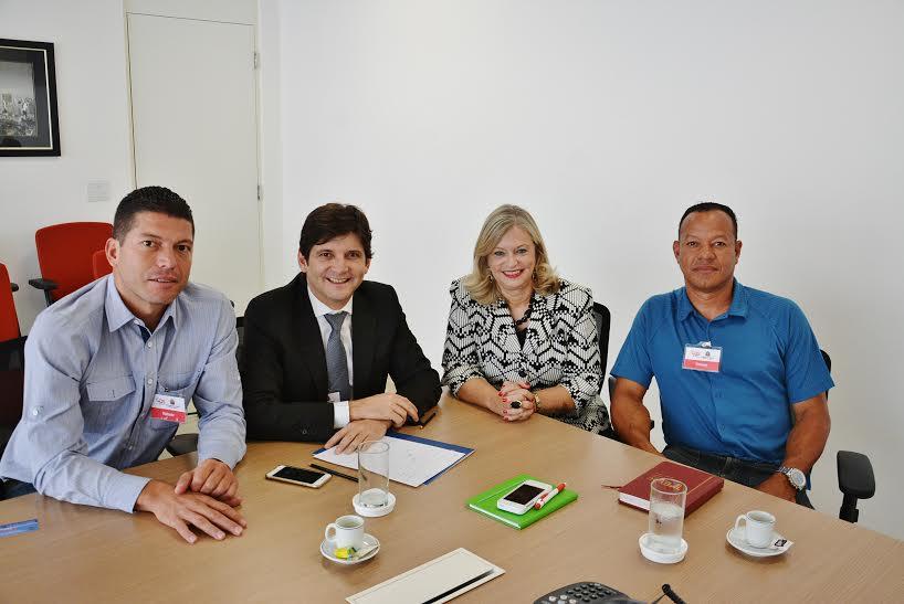 Reunião com a senhora Laura Laganá, com o vereador Talabi e o senhor José Carlos.